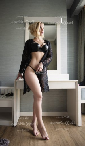Sarah-léa call girl in Machesney Park IL and massage parlor