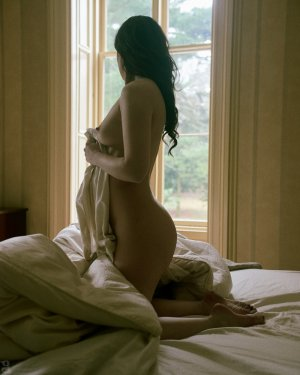 Anna-clara happy ending massage in Chickasha Oklahoma and escort